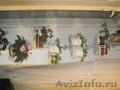Фиалки и подставка для цветов
