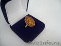 Кольцо золотое с натуральным янтарем .
