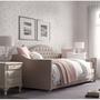Кровати,  матрасы,  мебель для спальни.